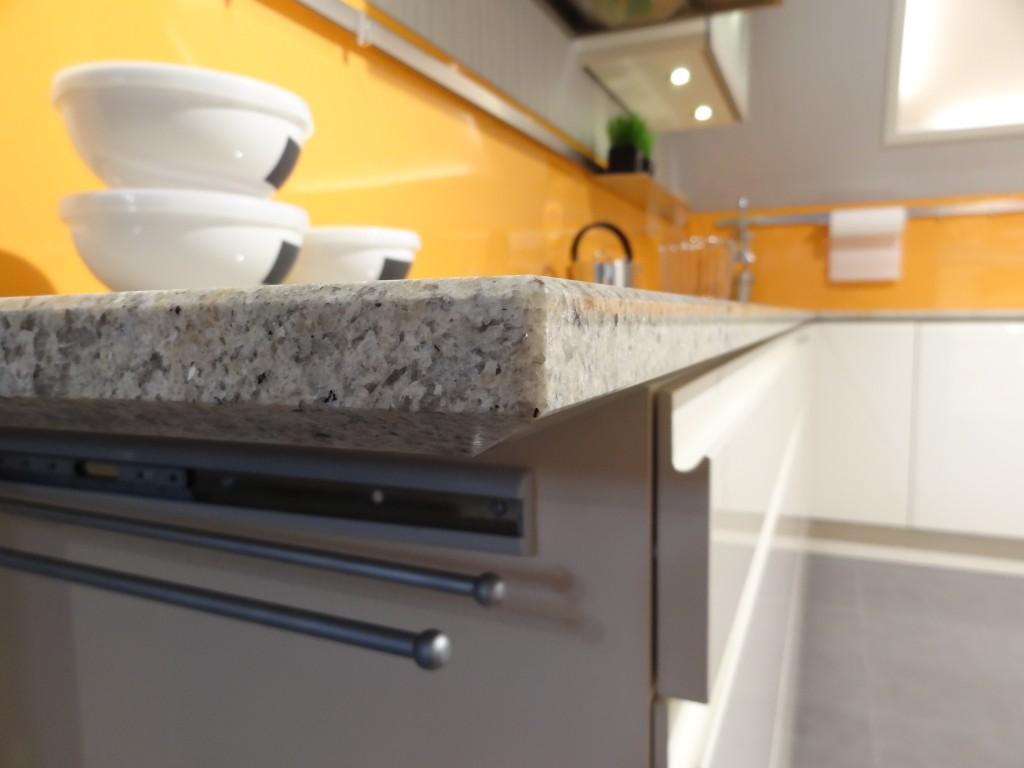 Sichtkante abgeschrägt für grifflose Küchen